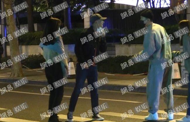 黄轩携圈外女友聚餐 女方气质样貌不输明星