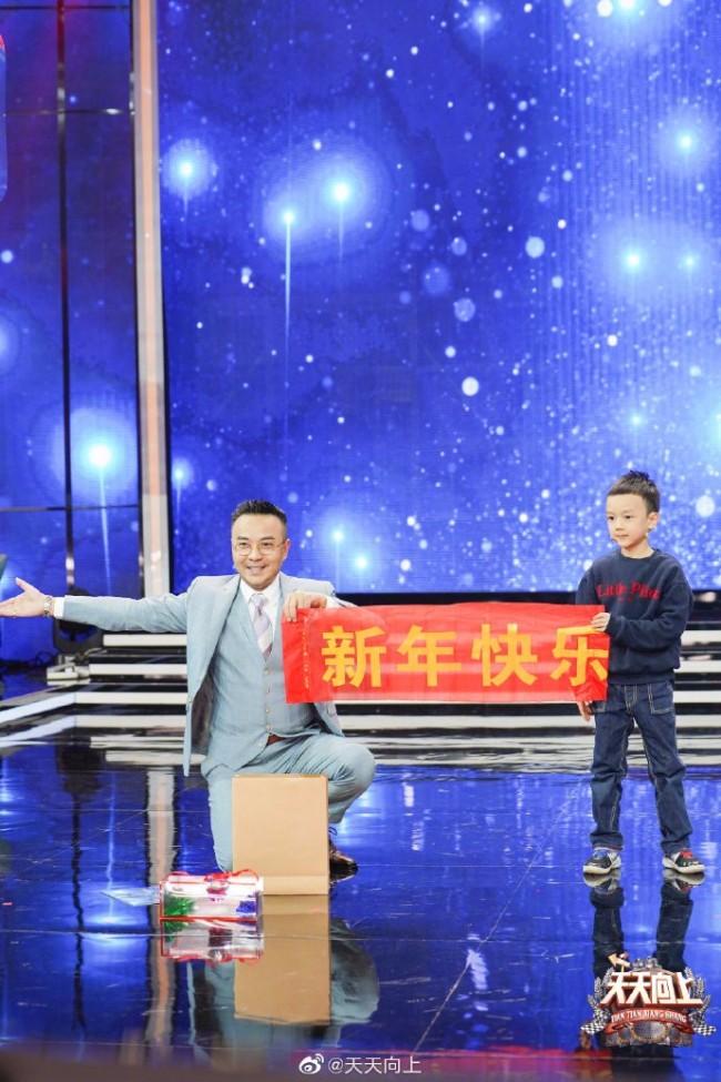 小沐沐和汪涵相似度惊人!汪涵儿子首露面走秀星范十足