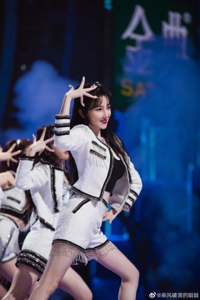 《乘风破浪的姐姐》公演上线 陈小纭实力稳定舞台圈粉
