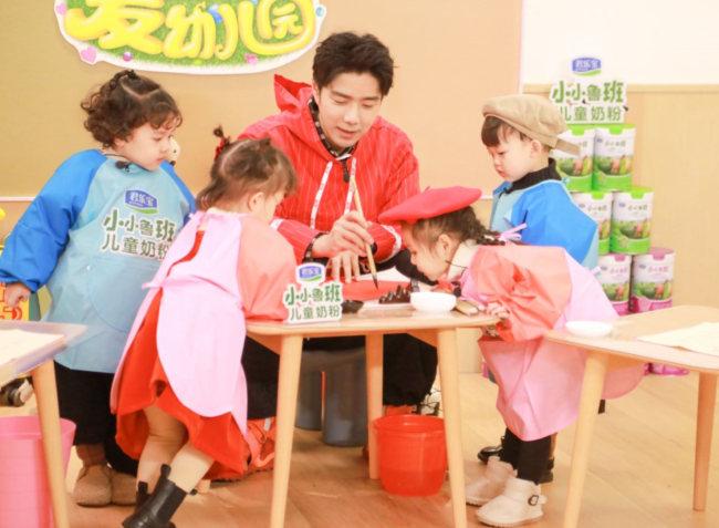《爱上幼儿园6》袁成杰烧饼管栎教萌娃学习传统年俗 热热闹闹过新年