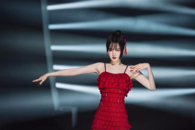陈小纭《乘风破浪的姐姐》第二季妆容吸睛 网友产出国漫风逼真手绘