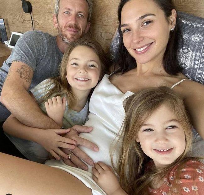 恭喜神奇女侠!36岁盖尔·加朵宣布怀第三胎
