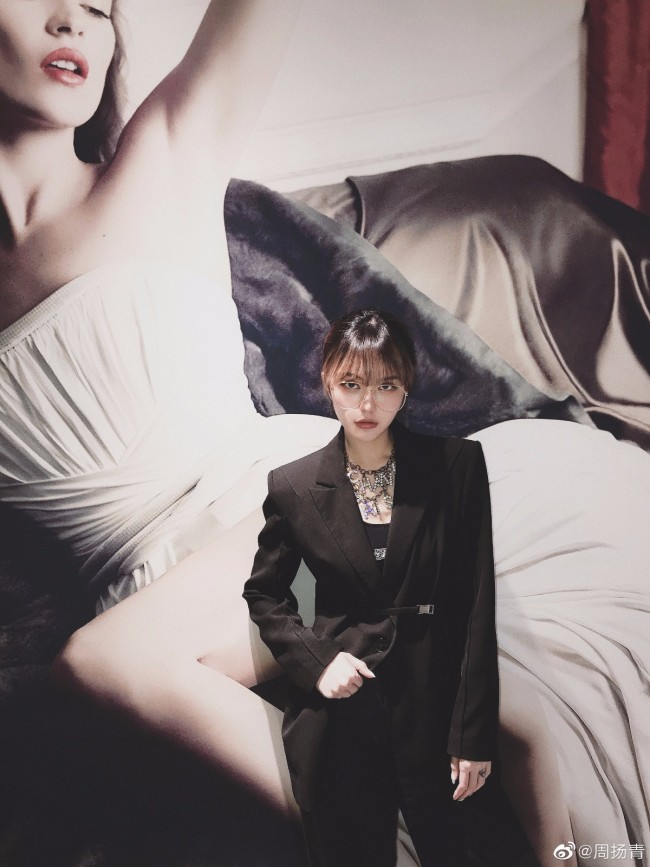 离开罗志祥更好了!周扬青穿黑西服状态好