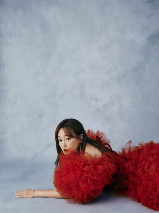 薛佳凝最新大片释出 惊艳展现叠纱红裙