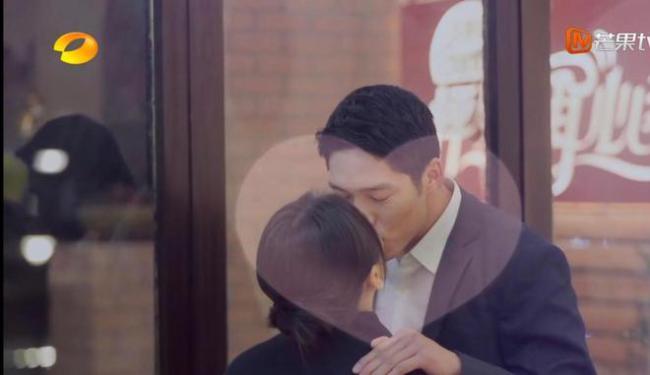 综艺来真的?王子文吴永恩上演钢琴吻 甜似偶像剧