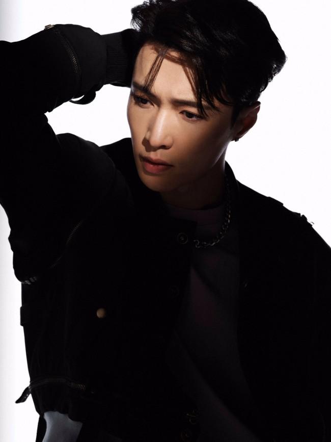 张艺兴EXO回归预告照公开 相关话题引全网热议不断