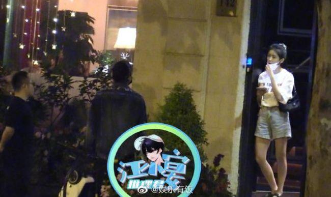 王大陆蔡卓宜聚会照再曝光 酒吧会友后相伴离开