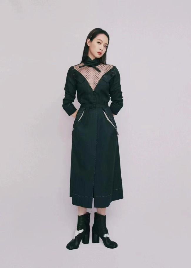 宋茜现身时尚展览活动 解构撕边裙彰显个性魅力