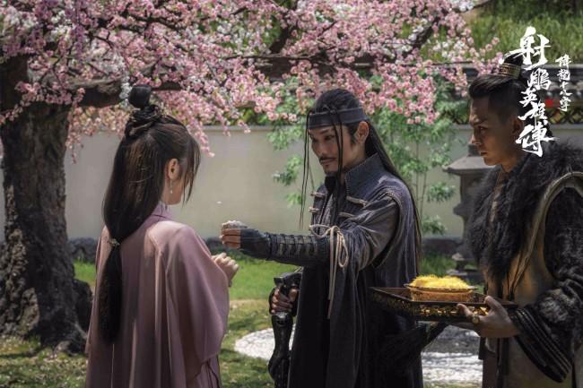 《射雕英雄传之降龙十八掌》上映在即 欧阳锋杜德伟疯魔扮相引争议