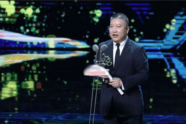 觉醒年代导演张永新获白玉兰奖:于和伟形神兼备