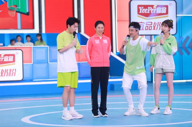《运动不一样5》乒乓球冠军李晓霞秀大力奇迹 小选手拼尽全力获冠军称赞