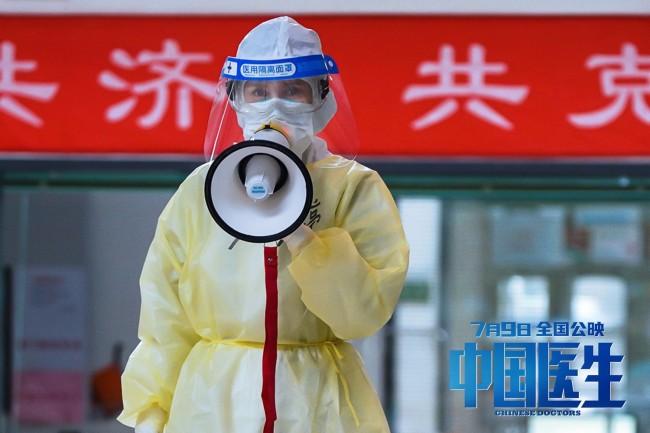 《中国医生》集结中国机长原班人马打造抗疫群像