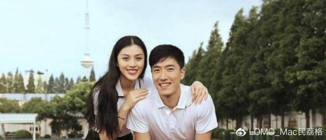 刘翔38岁生日罕晒夫妻合照 与吴莎上演甜蜜锁喉杀