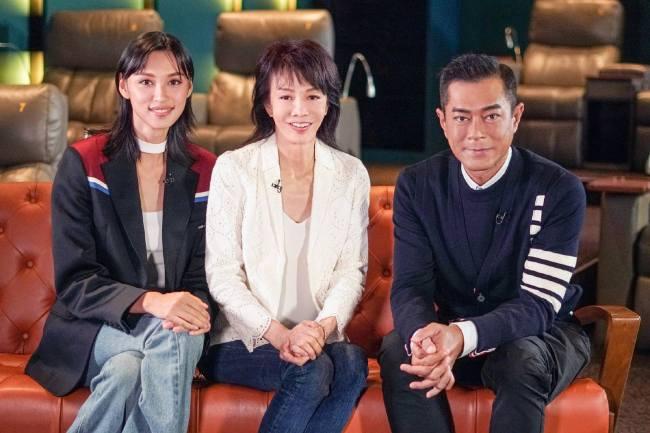 主持人郑裕玲与古天乐、王丹妮采访合照