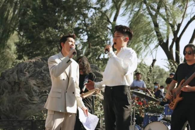 萧敬腾街边路演展现完美高音 新歌为万宁桥而作探索中国历史文化