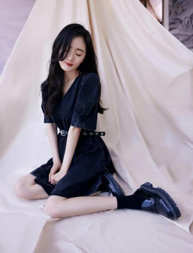 杨幂的最新写真美图俏丽明艳 细腰长腿太性感撩人
