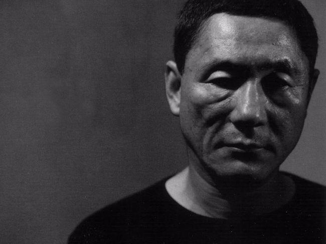 日本导演北野武所乘汽车遇袭 被捕男子手持锄头