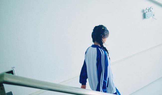 Angelababy清纯风写真 穿校服回忆青春致敬教师