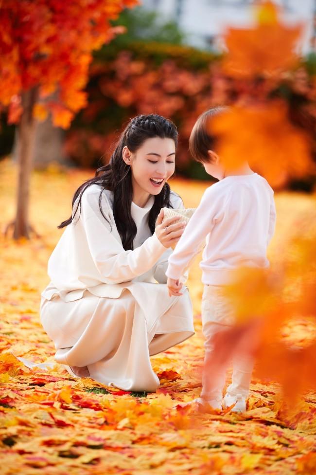 张柏芝拍摄花絮美图 笑容温暖满满治愈感
