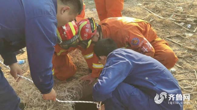淄博60岁老人坠落4米水井 消防十分钟紧急救援