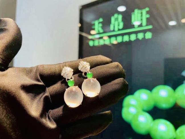 高端翡翠共享平台玉帛轩打造供应链生态 抢占深圳珠宝展焦点