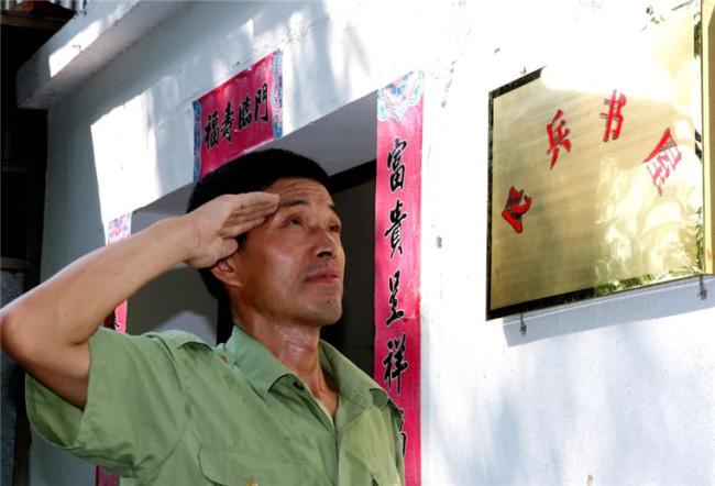 世界读书日,这位藏书超5000册的老兵藏不住了!