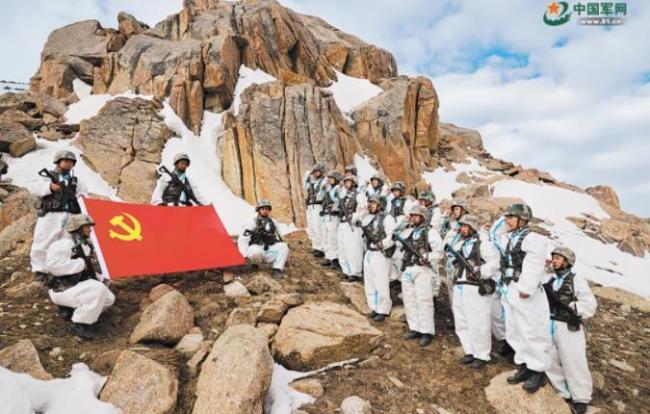 新疆军区边防战士牺牲在哨位 留下他拍摄的最后一幅照片
