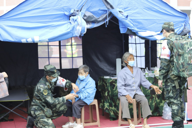 武警部队全力推进四川泸县地震抢险救灾