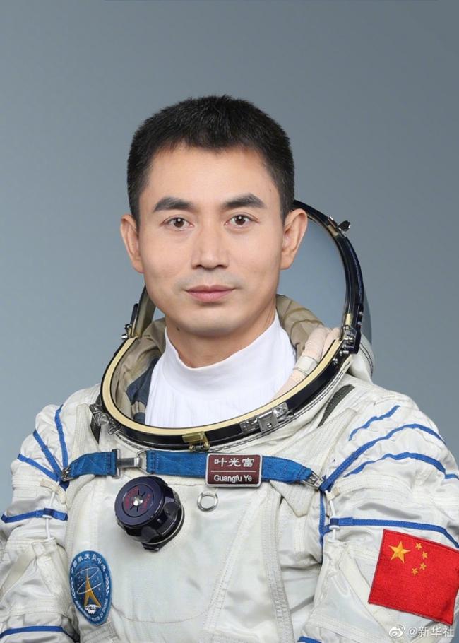 翟志刚、王亚平、叶光富3名航天员将执行神舟十三号载人飞行任务