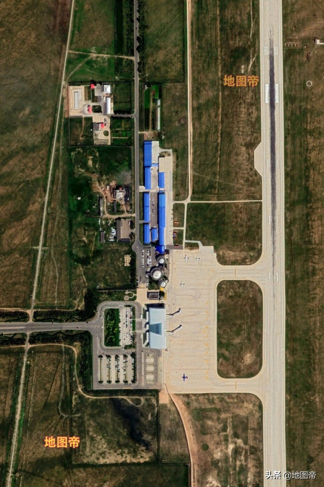 """航拍锡林浩特机场,可以坐飞机去""""草原明珠""""看风景"""