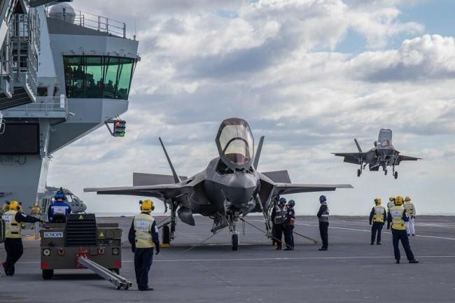 """美F-35蹭英航母炫耀""""世界最大5代机舰载机部队"""""""