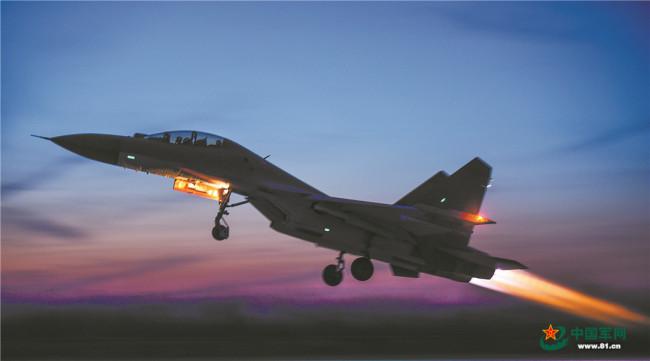 空军航空兵某团实战化训练:长空砺剑风雷动