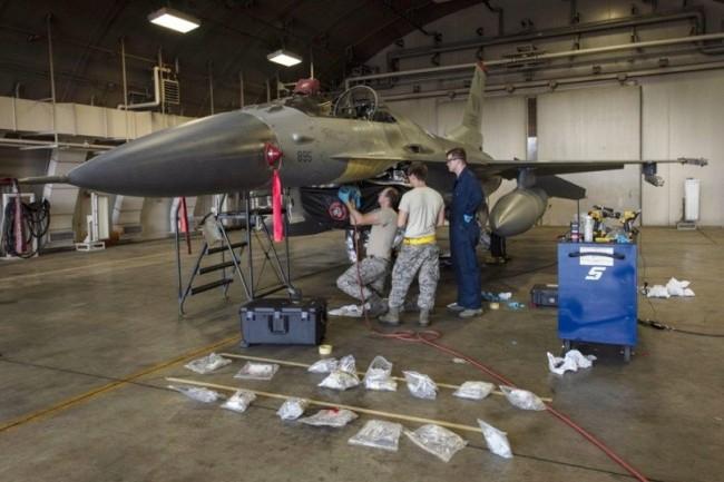 美媒:空军战备状态下降,每年要引入1500飞行员