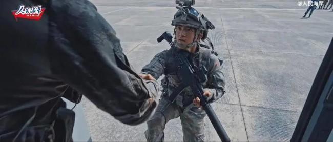解放军又一部队列装国产新步枪 还有星空迷彩