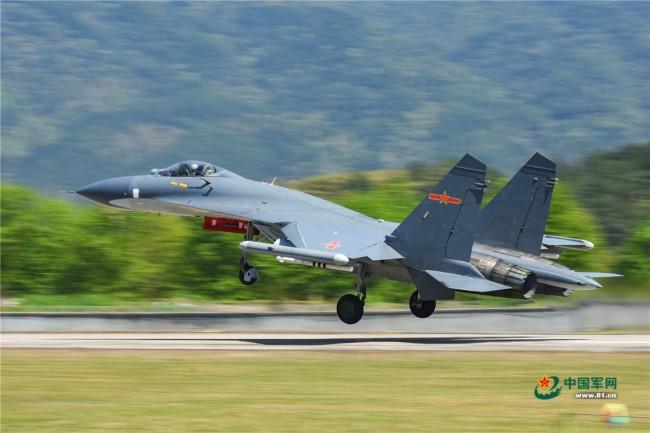 战机昼间升空 东部战区空军航空兵某旅练攻防