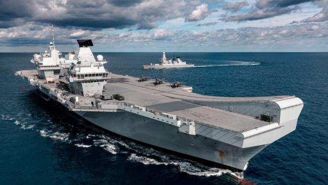 前往南海的英国航母暴发疫情,已有约百人感染新冠
