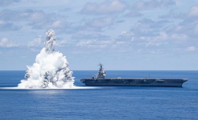 """美军新航母又被""""炸""""了一次,现场升起巨大水柱"""