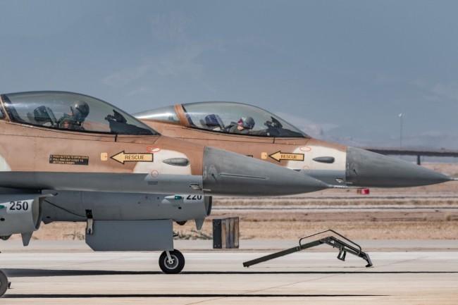 """私营军事公司4架以色列F-16,""""对战""""美国空军"""