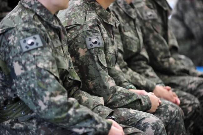 """韩军士兵""""中暑身亡"""" 母亲愤怒:他是死于冷漠"""