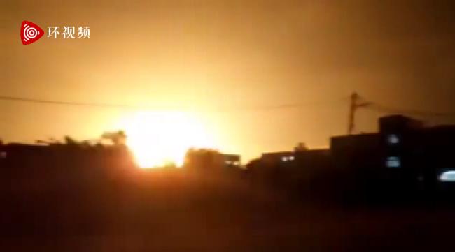 以色列深夜空袭加沙:炸弹落地 夜空瞬间被照亮
