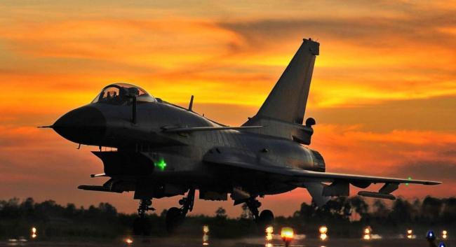 港媒评我先进战机在俄露面:中俄军事互信日益增强