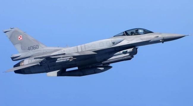 波兰空军F16战机资料图