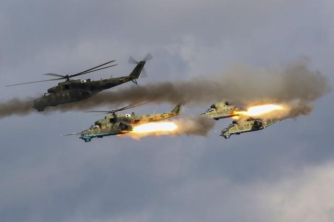 """""""西方2021""""战略演习进行大规模直升机群空地突击"""