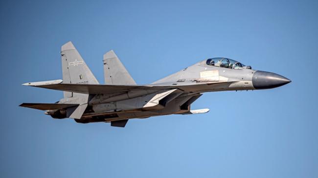 台军F-16V紧急升空拦截解放军战机,意外发生
