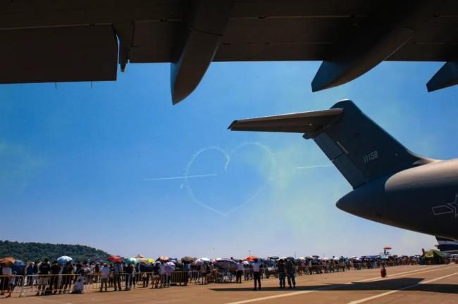 硬核浪漫!空军官兵向祖国花式表白冲上热搜