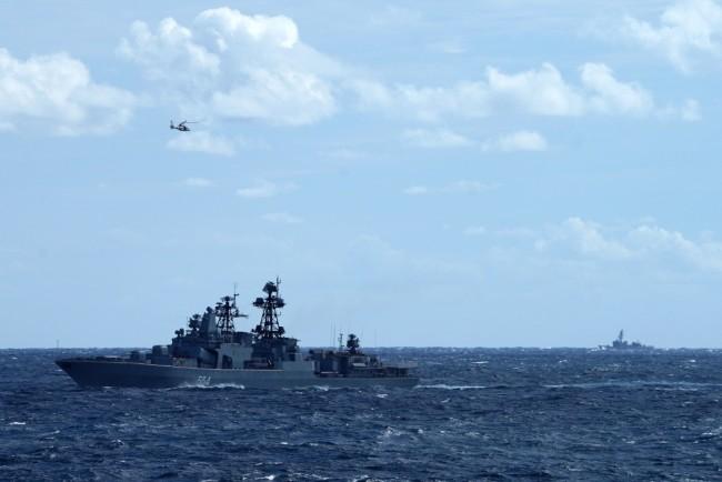 中俄首次海上联合巡航遭日本跟拍现场图