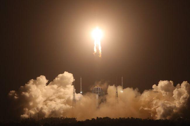 海外专家和媒体热议嫦娥五号成功发射