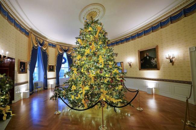 """梅拉尼娅公布""""最后一次""""白宫圣诞节装饰,疫情恶化派对活动照办不误"""