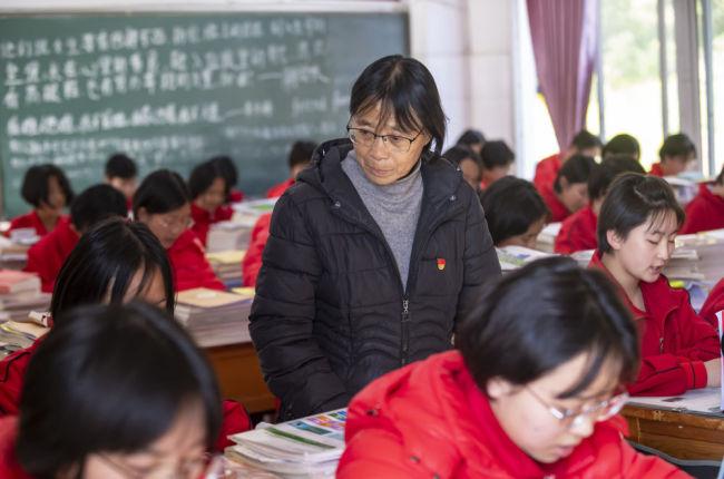 """大山女孩的""""校长妈妈""""——记云南丽江华坪女子高级中学校长张桂梅"""