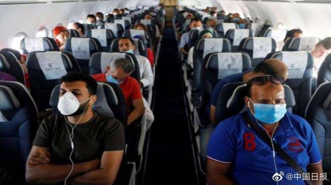 美国一名新冠病人在航班飞行途中死亡